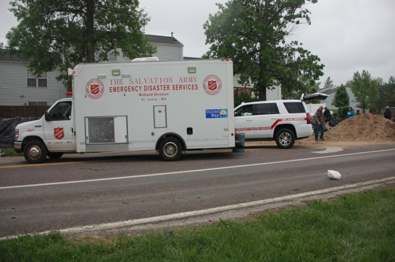 The Salvation Army Assisting Sandbagging Efforts in Valley Park, MO