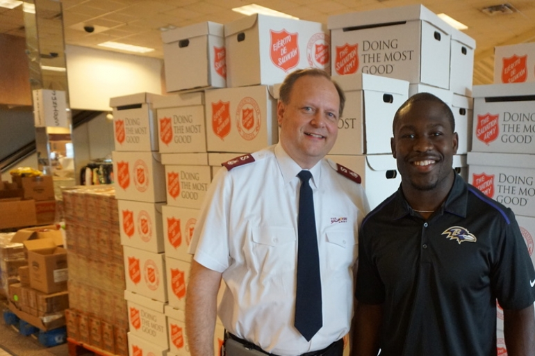 Baltimore Ravens RB, Justin Forsett, visits Baton Rouge Distribution Center
