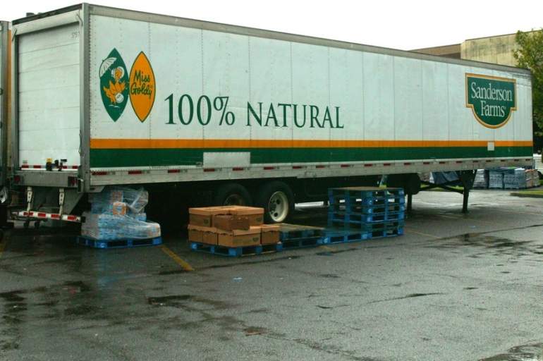 Sanderson Farms, Inc. Donates Over 50,000 Pounds of Ice in Baton Rouge