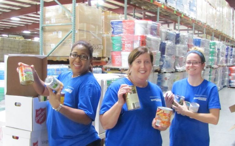 JP Morgan Chase Volunteers Give Back to Disaster Relief